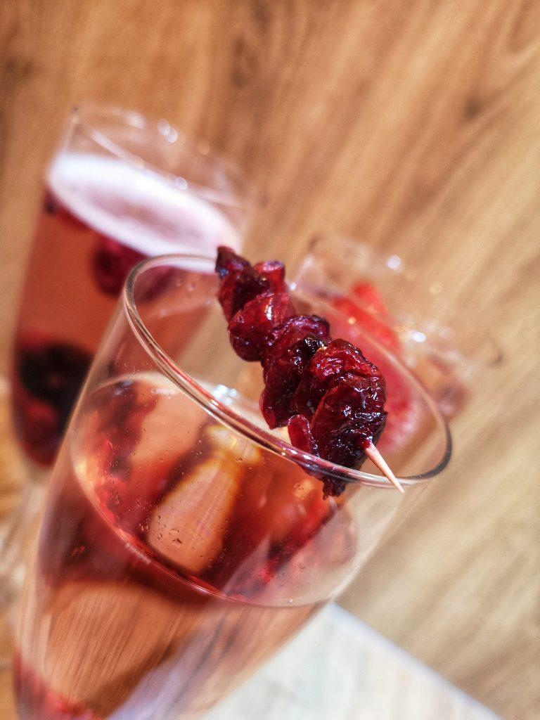 Piaggio prosecco van krakow wynajem drinki z prosecco